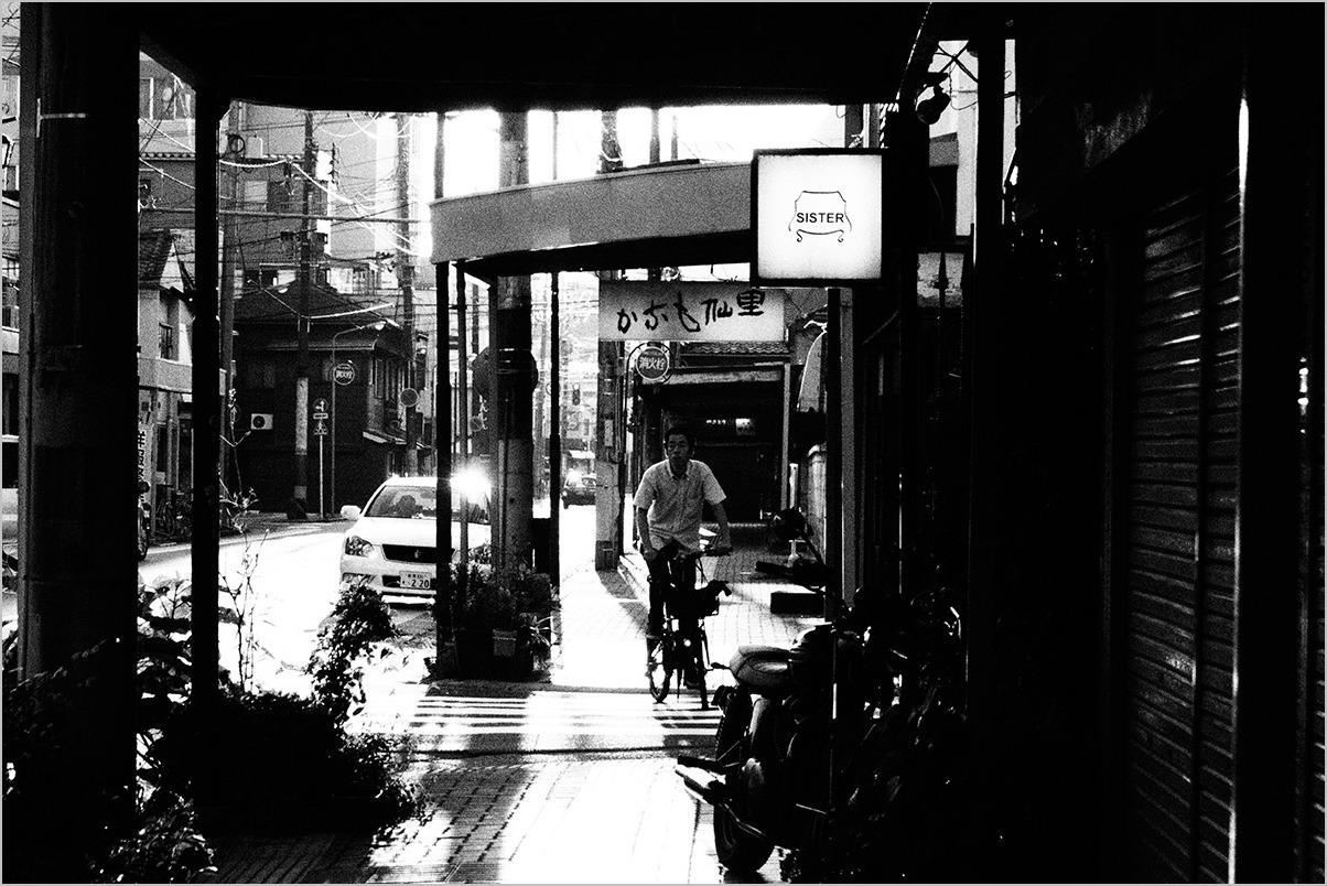 少しは涼しさが戻ってきた街で #OLYMPUS OM-D E-M5II_c0065410_23493825.jpg
