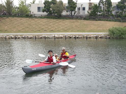 パパと一緒に水辺散歩_c0249569_2295626.jpg