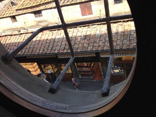ヴァザーリの回廊とチェッリーニ_a0136671_023222.jpg