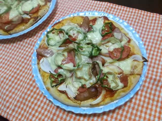 庭のトマトでピザを焼きました。_f0019498_1151982.jpg