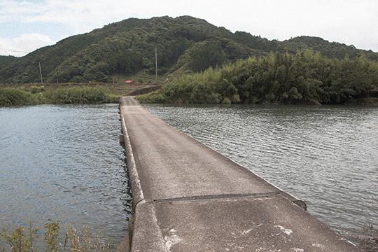 沈下寸前の橋_d0159062_15323711.jpg