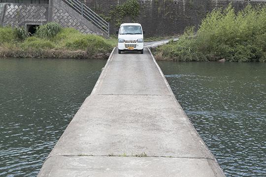 沈下寸前の橋_d0159062_15323765.jpg