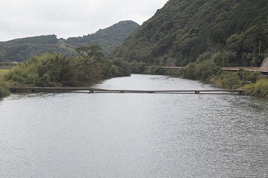 沈下寸前の橋_d0159062_15323784.jpg
