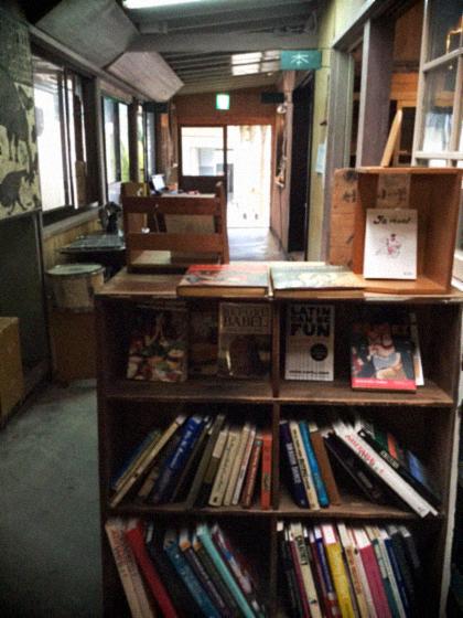 山奥にある廃校の本屋さん〜book cafe kuju 〜_d0077603_17203236.jpg