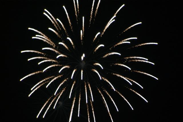 盆の花火、あがる_f0143119_21393594.jpg