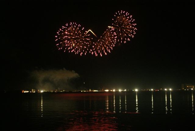 盆の花火、あがる_f0143119_21401932.jpg
