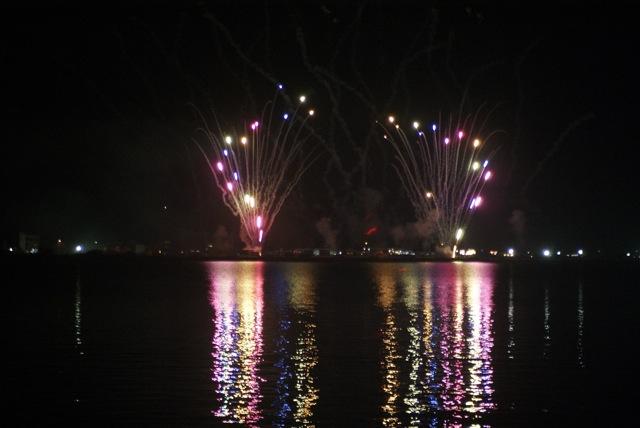 盆の花火、あがる_f0143119_21413589.jpg