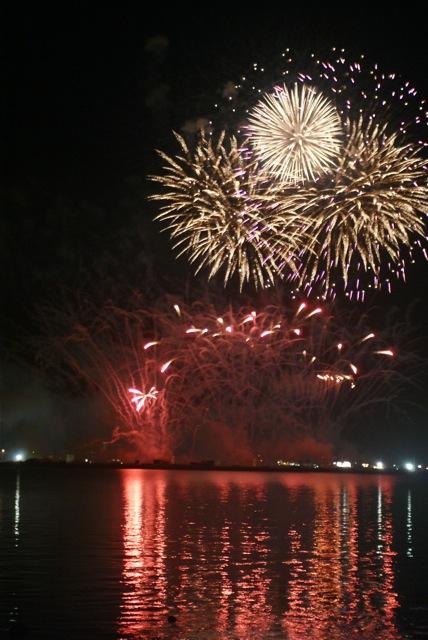 盆の花火、あがる_f0143119_21415614.jpg