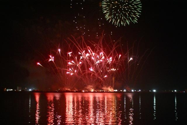 盆の花火、あがる_f0143119_2141991.jpg