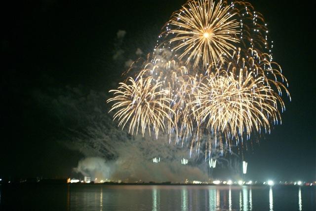 盆の花火、あがる_f0143119_21422028.jpg