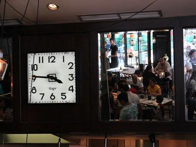 ボンベイスタイルのカフェ_b0199526_2151152.jpg