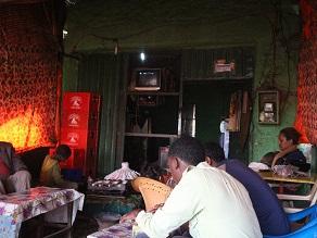ラリベラ本通りのカフェなら段々ジュース(チマキ)あるんじゃない_c0030645_412779.jpg