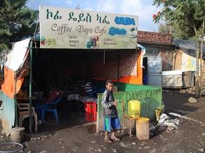 ラリベラ本通りのカフェなら段々ジュース(チマキ)あるんじゃない_c0030645_455924.jpg