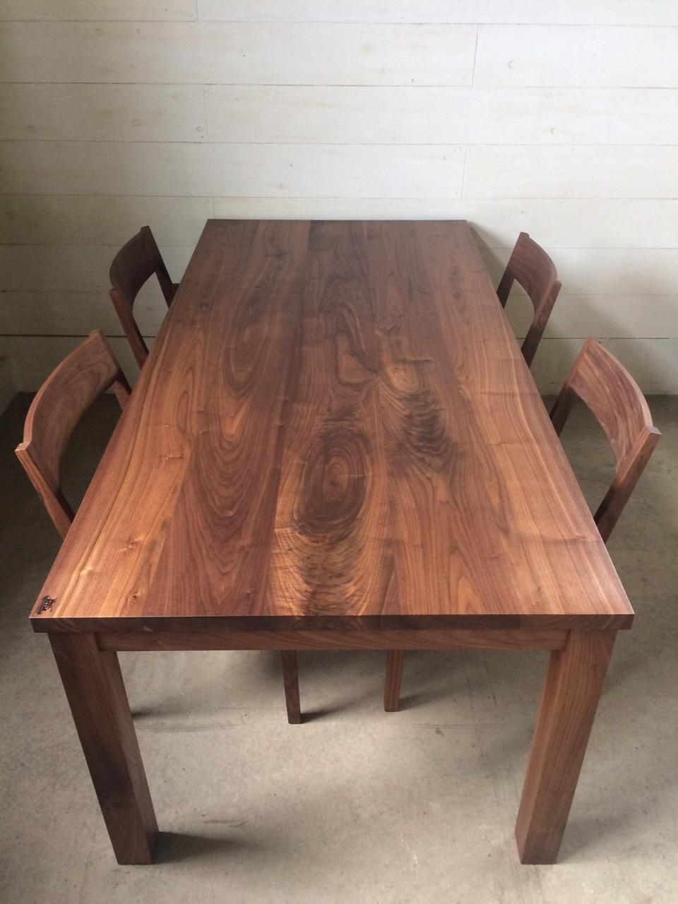 NS DINING TABLE_c0146581_20592346.jpg