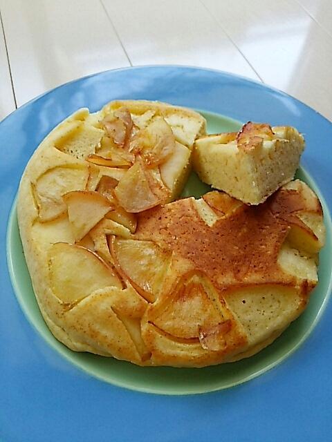 りんごのパンケーキで朝食_c0124528_09355869.jpg