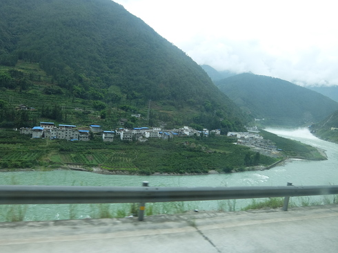 2日目:成都→康定(カンディン)→新都橋(シンドゥーチャオ)_a0207588_21455391.jpg