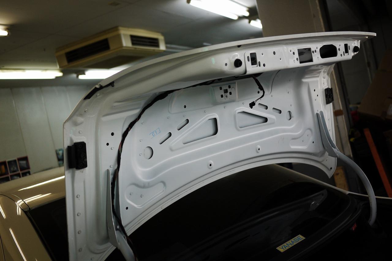 W211 メルセデスベンツ E320 トランク閉まらない_d0171835_8124235.jpg