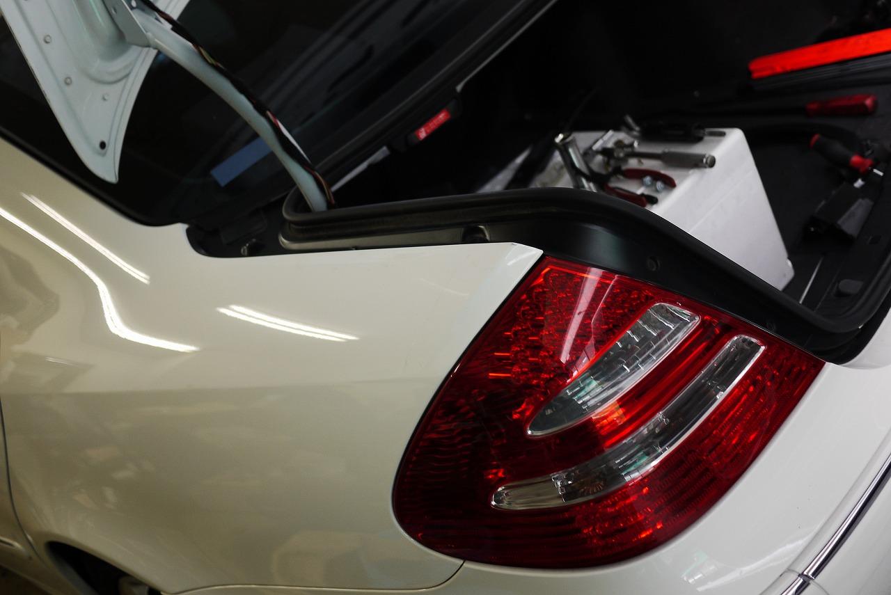 W211 メルセデスベンツ E320 トランク閉まらない_d0171835_813848.jpg