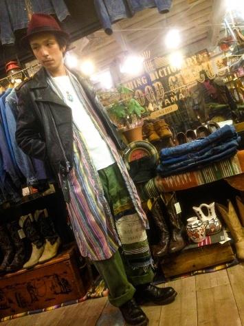 レザージャケットを着る店長_a0108963_18441725.jpg