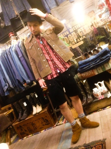 レザージャケットを着る店長_a0108963_18464645.jpg