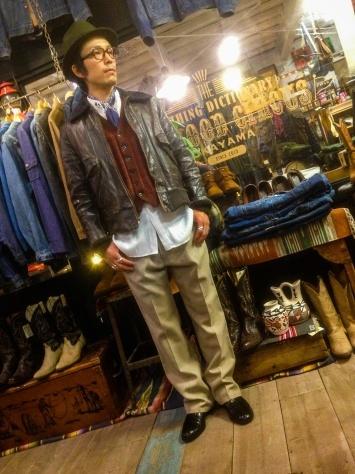 レザージャケットを着る店長_a0108963_18481693.jpg
