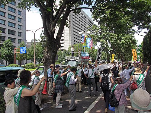 砂のゴジラ 福島原発告訴団 アスベスト訴訟 NHK大包囲_a0188487_17474597.jpg