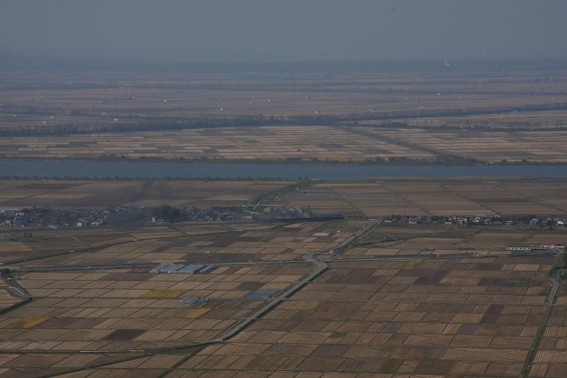 大潟村と煙を望む秋 - 奥羽本線 -  _b0190710_23385094.jpg