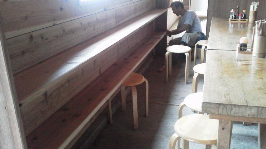 8月20日。書棚ができちゃいました。朝の気温は15℃。_c0089831_2253322.jpg