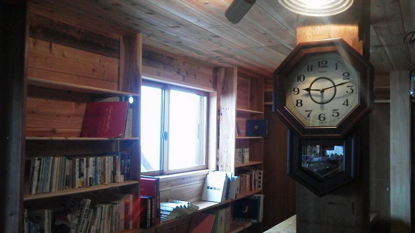 8月20日。書棚ができちゃいました。朝の気温は15℃。_c0089831_2253338.jpg