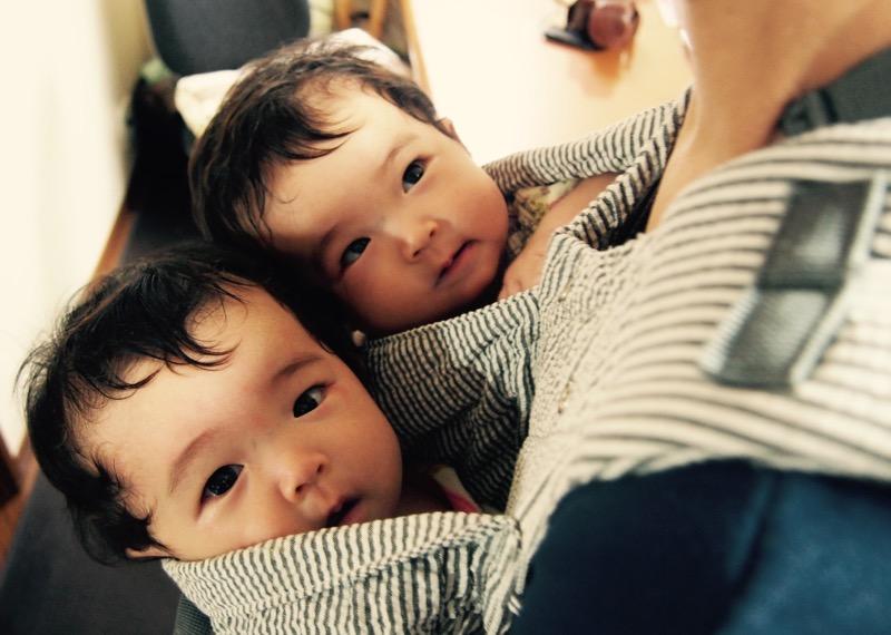 双子用抱っこひも「ウィーゴツイン」_e0030586_11564958.jpg