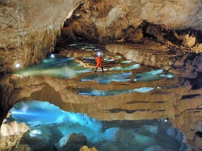 洞窟へのいざない_e0077899_1205151.jpg