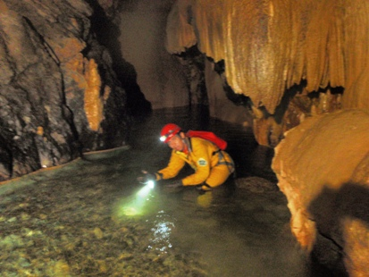 洞窟へのいざない_e0077899_1211554.jpg