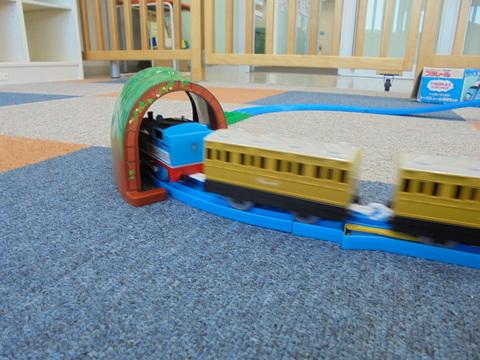 トンネルだー!_b0228113_1636222.jpg