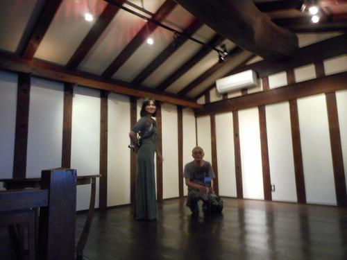 ガセネタの山崎春美さんと音楽研究家の渡辺未帆さんが大里俊晴氏と間章の墓参りにやってきた_d0178825_11292578.jpg