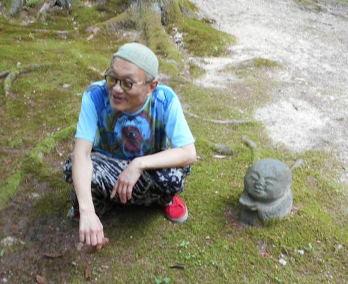 ガセネタの山崎春美さんと音楽研究家の渡辺未帆さんが大里俊晴氏と間章の墓参りにやってきた_d0178825_11295266.jpg