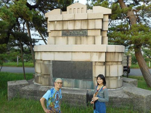 ガセネタの山崎春美さんと音楽研究家の渡辺未帆さんが大里俊晴氏と間章の墓参りにやってきた_d0178825_11302080.jpg