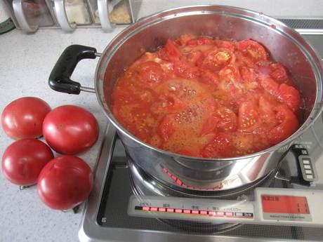 ポタジェのトマトでまたまたトマトソース作り_a0279743_209842.jpg