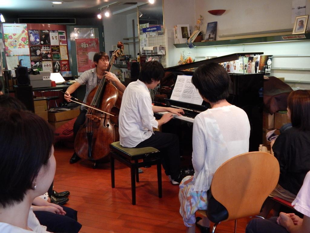 昨日は幣隆太郎さんインストアライブ。すごかったです。_e0046190_1542651.jpg