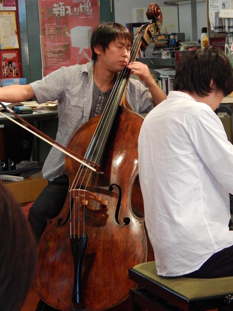 昨日は幣隆太郎さんインストアライブ。すごかったです。_e0046190_1545820.jpg