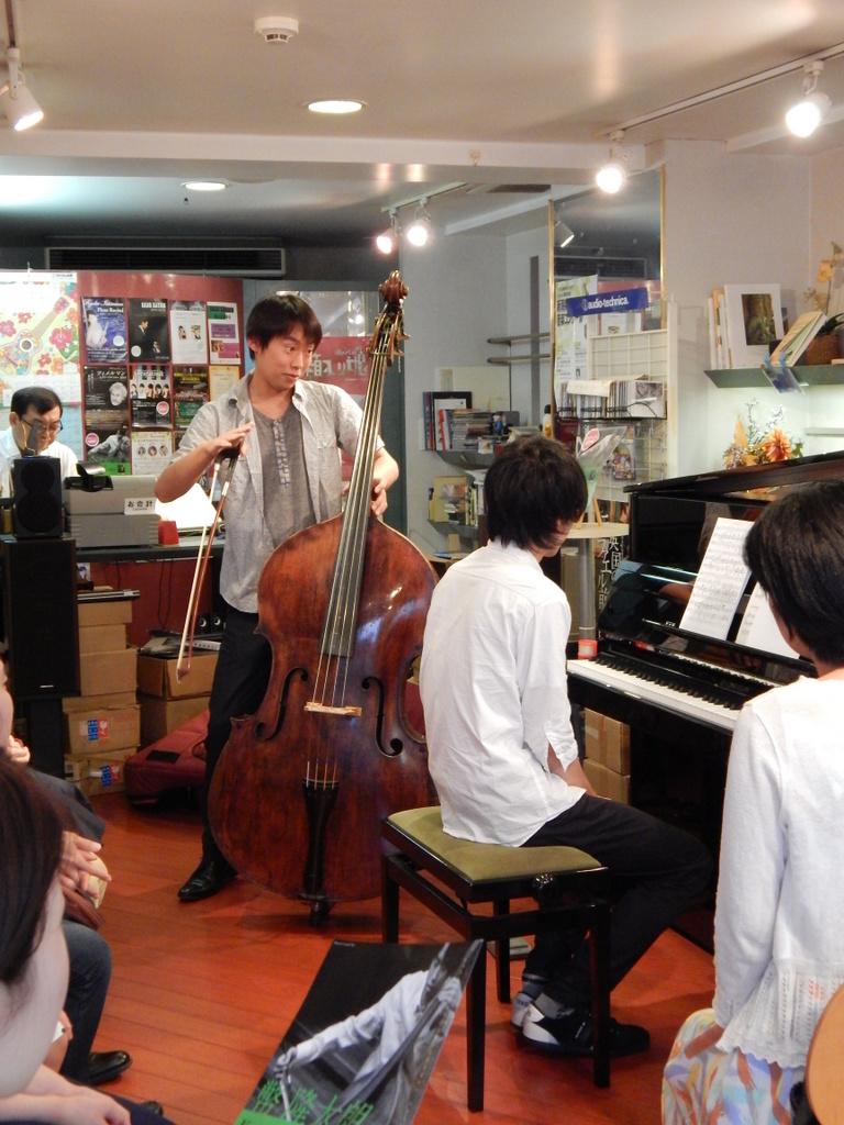 昨日は幣隆太郎さんインストアライブ。すごかったです。_e0046190_1554464.jpg
