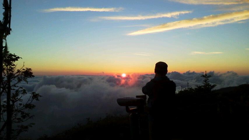 8月23日 朝の気温が12℃。とうとう15℃切りました。きれいな雲海の朝でした。_c0089831_743561.jpg