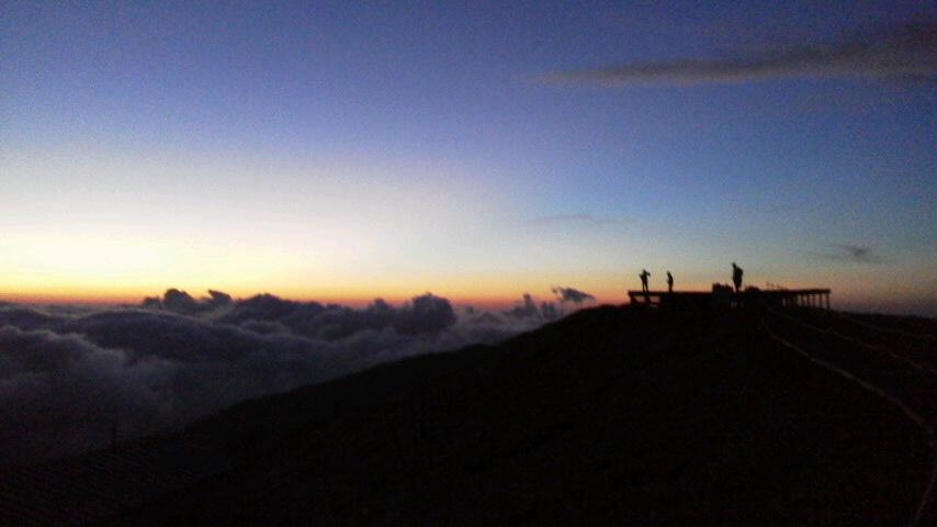 8月23日 朝の気温が12℃。とうとう15℃切りました。きれいな雲海の朝でした。_c0089831_7435666.jpg