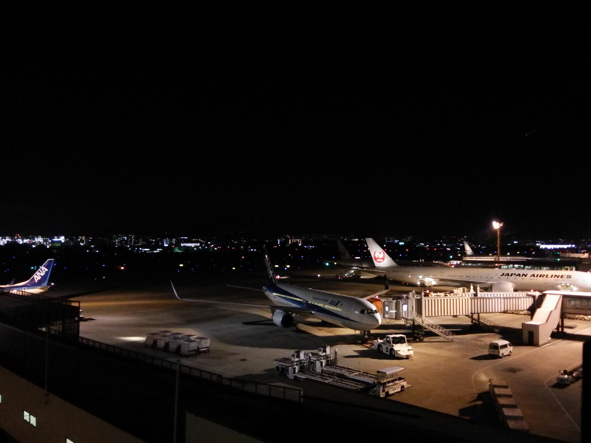 伊丹空港にて_d0202264_20304113.jpg