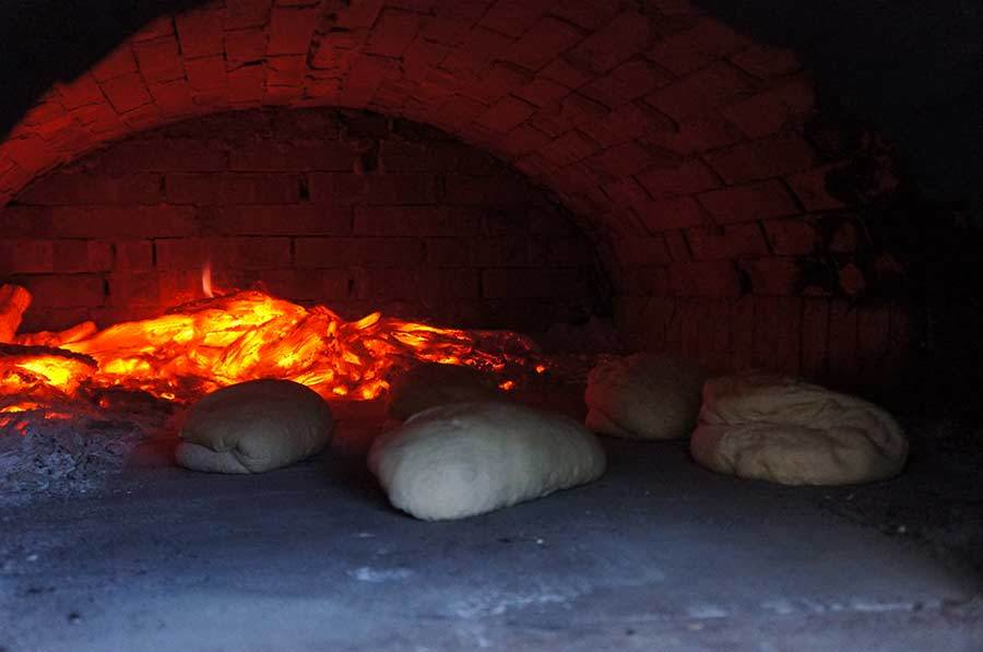 石窯が大活躍_f0106597_02113825.jpg