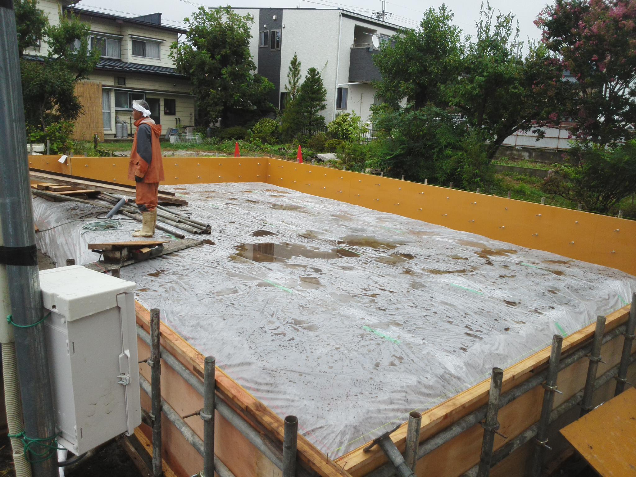 基礎工事開始_e0180332_18374952.jpg