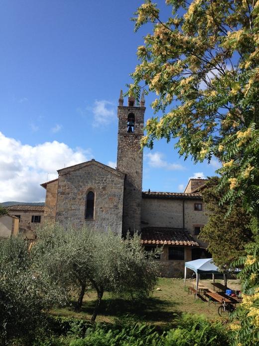 モンテリッジョーニのロマネスク教会_a0136671_0503689.jpg