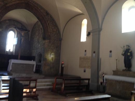 モンテリッジョーニのロマネスク教会_a0136671_0573952.jpg