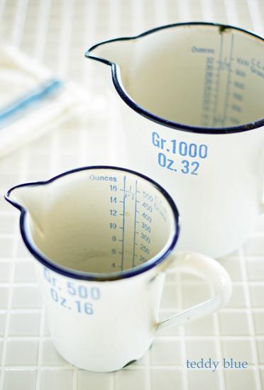 enamelware measuring cup  ホーローのメジャーカップ_e0253364_21105796.jpg