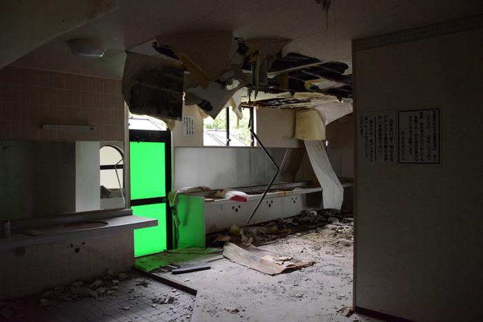 加賀温泉のホテル廃墟:観音温泉ホテル写真_e0171573_21191016.jpg