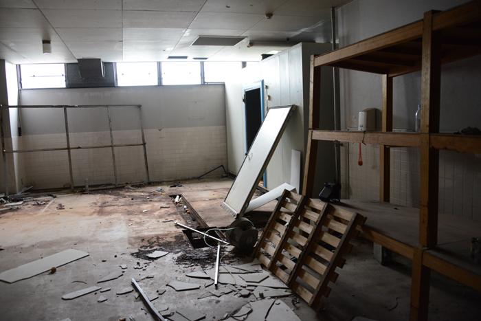 加賀温泉のホテル廃墟:観音温泉ホテル写真_e0171573_21202818.jpg